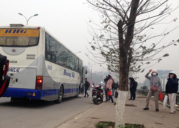 Hà Nội: Cận Tết Nguyên đán, nhức nhối tình trạng xe khách đón trả sai quy định - Ảnh 1
