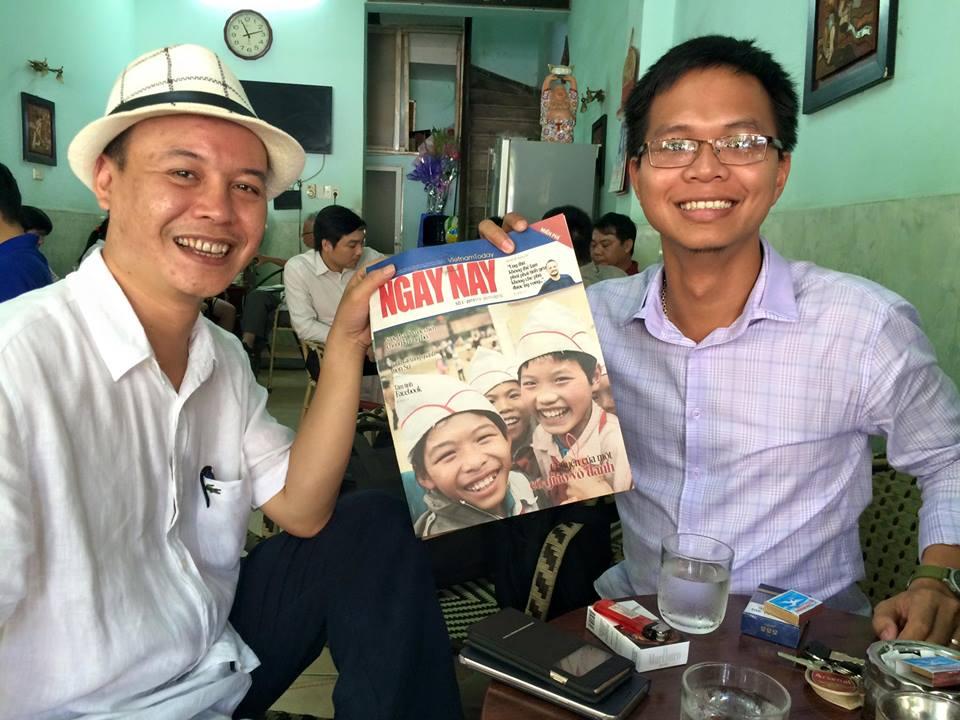 Chủ bút Song Hồ và bạn đọc Thế Kha- cũng là 1 nhà báo có tiếng trong làng