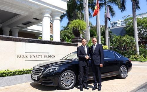 Dùng xe siêu sang Mercedes Maybach S600 chỉ để chở khách cho khách sạn
