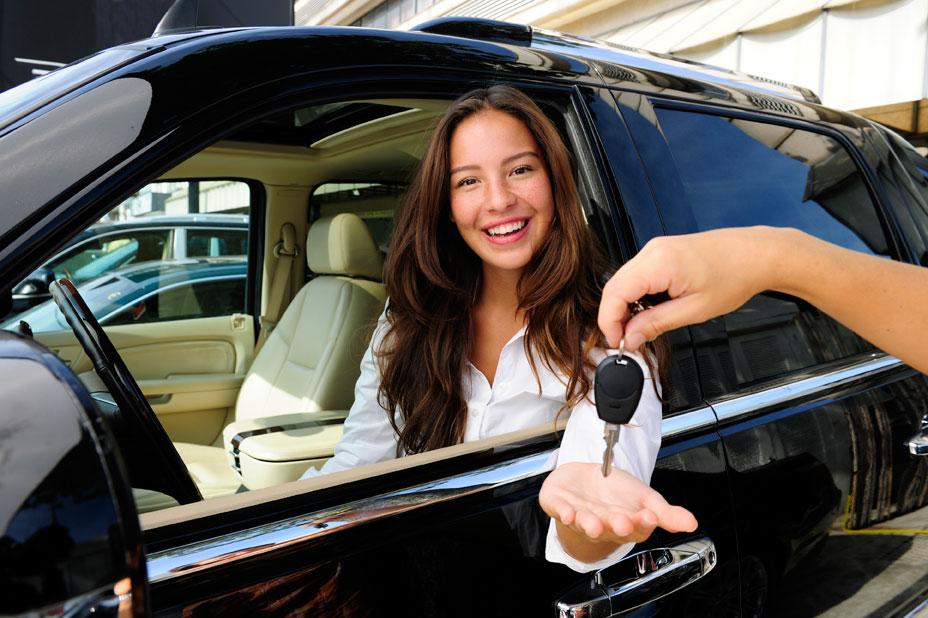 Có 400 triệu đồng, mua ô tô hay gửi tiết kiệm đi taxi sẽ kinh tế hơn?