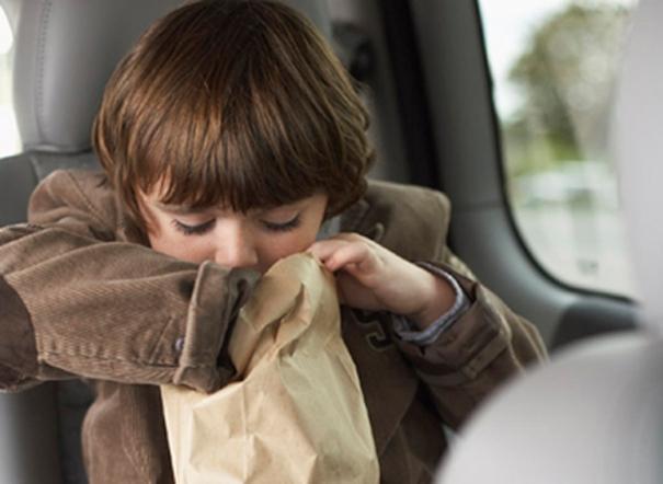 10 mẹo hay giúp trẻ em không bị say tàu say xe trong những chuyến chơi xa