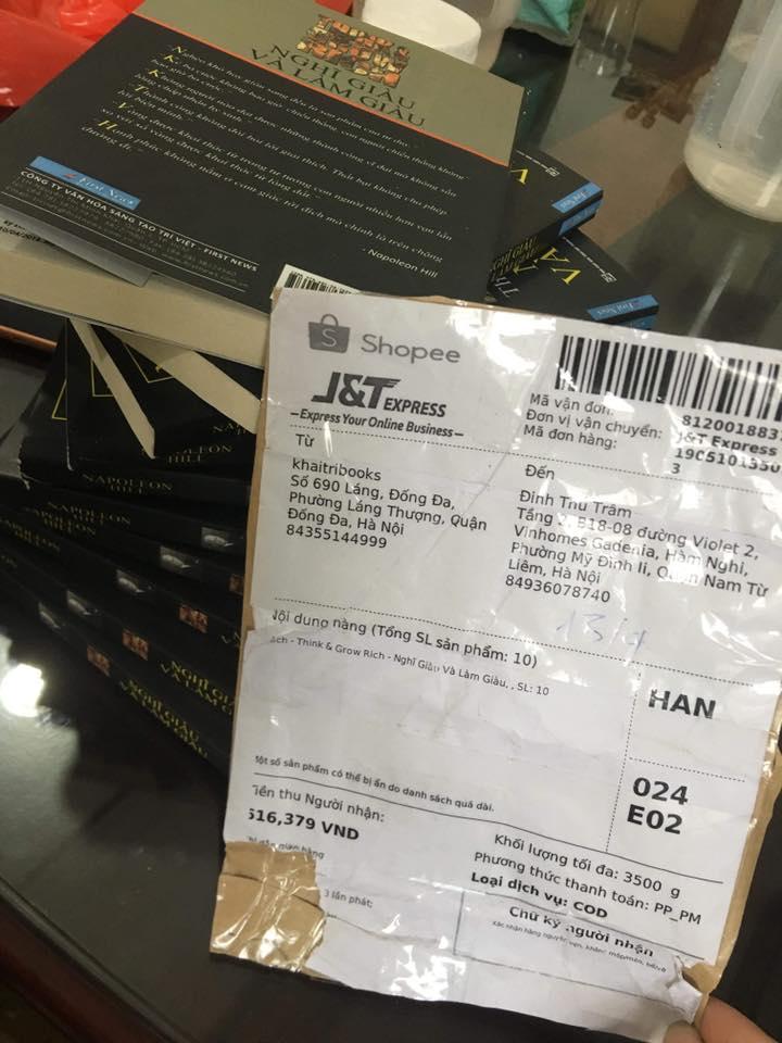 Để tìm thêm bằng chứng, First News đặt mua sách cả trên sàn TMĐT Shopee và cũng phát hiện ra sàn này bán sách giả.