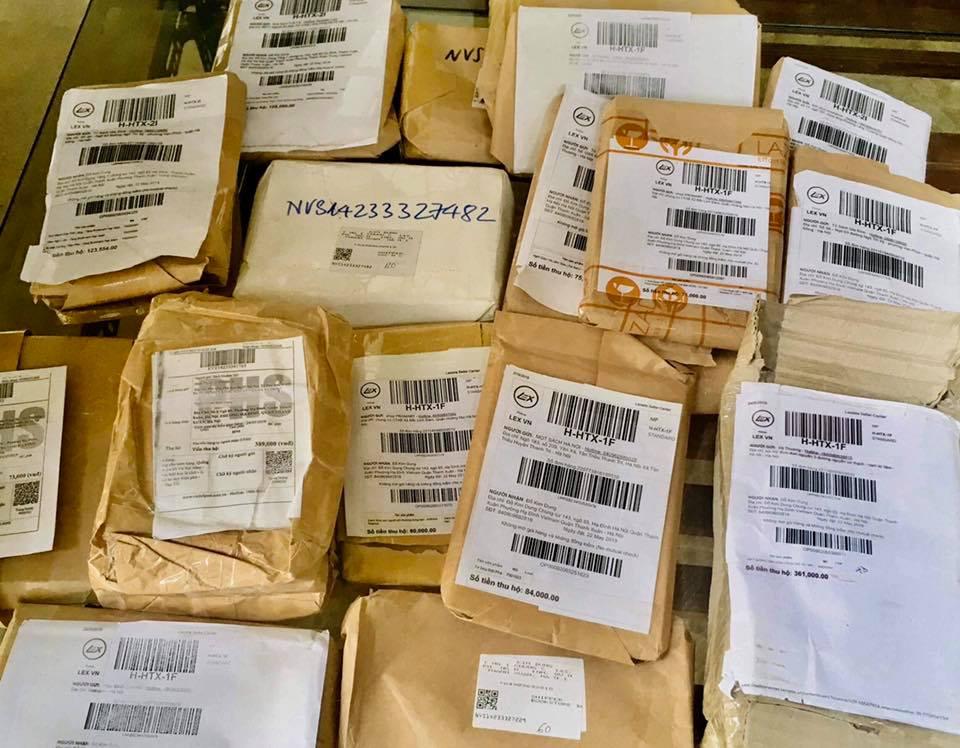 Số sách First News đặt mua tại các sàn TMĐT để chứng minh các sàn này tiếp tay cho việc buôn sách giả.