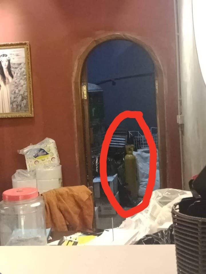 Bình chưa khí N2O tại cửa hàng Aha cafe.