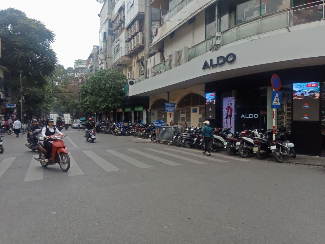 Vụ thu phí gửi xe trái quy định: UBND Quận Hoàn Kiếm chỉ đạo phường xử phạt đối tượng vi phạm