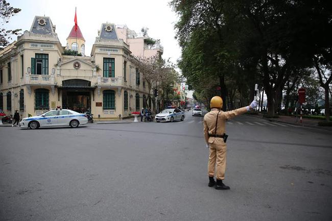 Hà Nội: Đường phố khác lạ trong ngày ra quân trước Hội nghị Thượng đỉnh Mỹ - Triều Tiên - Ảnh 1.