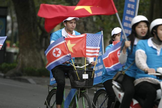 Hà Nội: Đường phố khác lạ trong ngày ra quân trước Hội nghị Thượng đỉnh Mỹ - Triều Tiên - Ảnh 10.