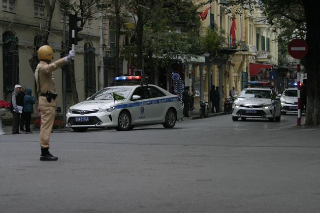 Hà Nội: Đường phố khác lạ trong ngày ra quân trước Hội nghị Thượng đỉnh Mỹ - Triều Tiên - Ảnh 13.