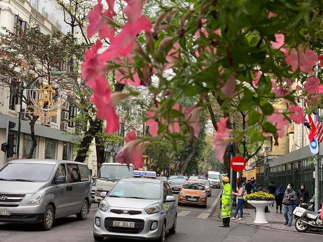 Hà Nội: Đường phố khác lạ trong ngày ra quân trước Hội nghị Thượng đỉnh Mỹ - Triều Tiên - Ảnh 17.