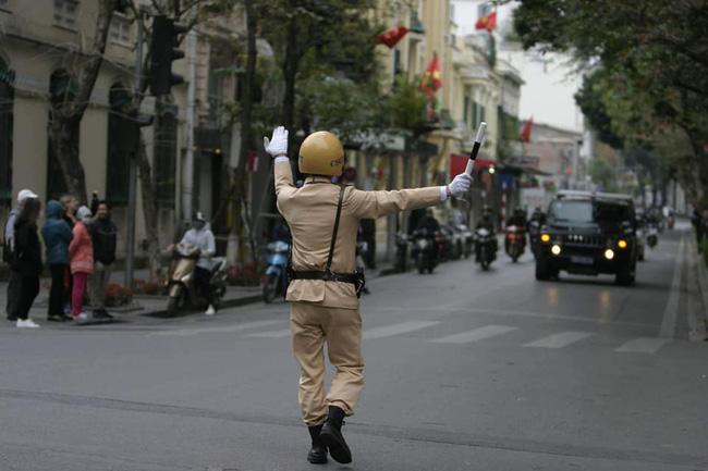 Hà Nội: Đường phố khác lạ trong ngày ra quân trước Hội nghị Thượng đỉnh Mỹ - Triều Tiên - Ảnh 18.