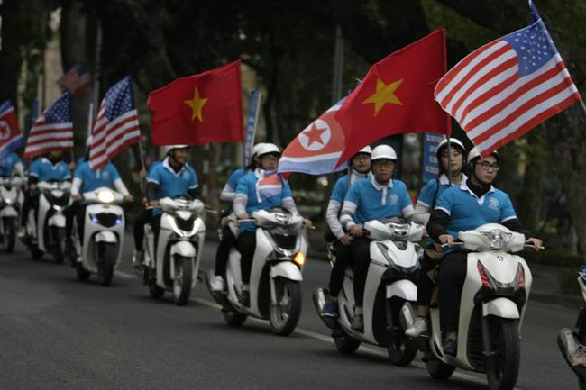 Hà Nội: Đường phố khác lạ trong ngày ra quân trước Hội nghị Thượng đỉnh Mỹ - Triều Tiên - Ảnh 19.
