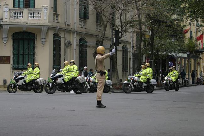 Hà Nội: Đường phố khác lạ trong ngày ra quân trước Hội nghị Thượng đỉnh Mỹ - Triều Tiên - Ảnh 20.