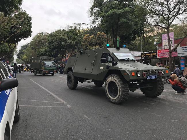 Hà Nội: Đường phố khác lạ trong ngày ra quân trước Hội nghị Thượng đỉnh Mỹ - Triều Tiên - Ảnh 3.