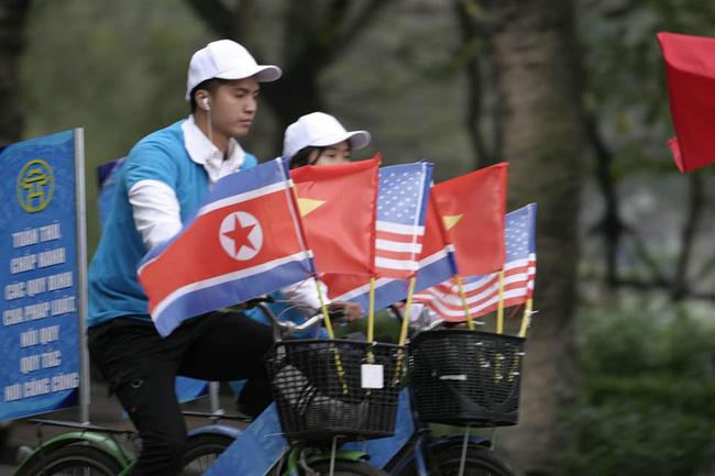 Hà Nội: Đường phố khác lạ trong ngày ra quân trước Hội nghị Thượng đỉnh Mỹ - Triều Tiên - Ảnh 5.