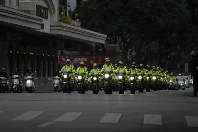 Hà Nội: Đường phố khác lạ trong ngày ra quân trước Hội nghị Thượng đỉnh Mỹ - Triều Tiên - Ảnh 6.