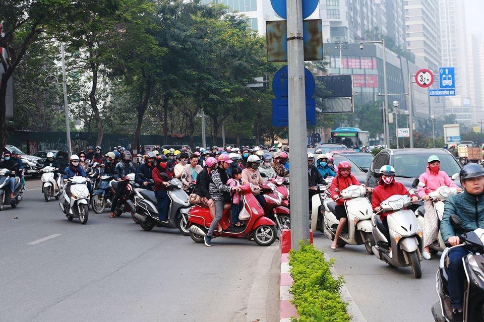Các phương tiện lưu thông trên đường Nguyễn Trãi, Lê Văn Lương như thế nào trước khi thí điểm cấm?