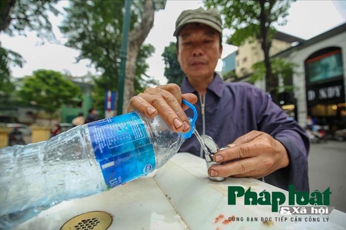 Những trụ nước sạch uống tại vòi đầu tiên trên đường phố Hà Nội