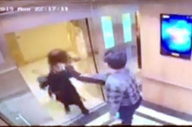 Sau loạt vụ việc, thang máy chung cư đang trở thành nỗi ám ảnh của phụ nữ, trẻ nhỏ?