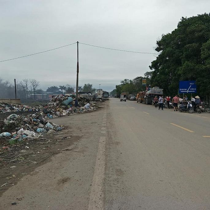 """Huyện Yên Lạc: Lò đốt rác """"tra tấn"""" cư dân"""