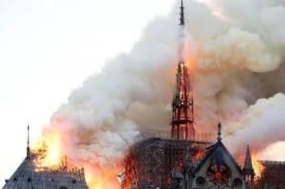 Trước nhà thờ Đức Bà Paris, nhiều công trình nổi tiếng bị hỏa hoạn thiêu rụi