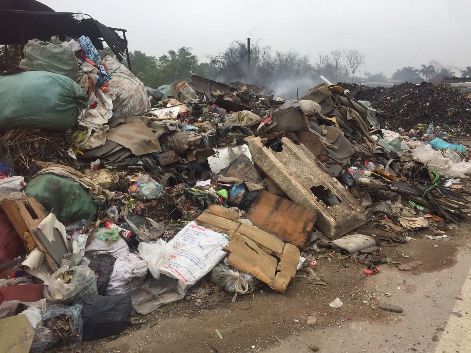 Vĩnh Phúc: Người dân xã Đồng Văn kêu cứu vì ô nhiễm từ lò đốt rác thủ công