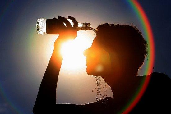 15.000 người tử vong mỗi năm, làm gì để bảo vệ sức khỏe khi trời nắng?
