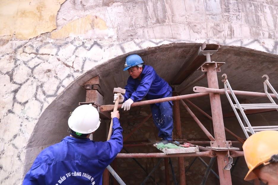 Vòm cầu đường sắt trăm tuổi đầu tiên được đục thông tại Hà Nội