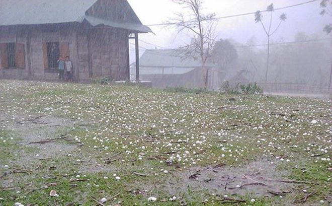 Các tỉnh phía Bắc chịu thiệt hại nặng do giông lốc và mưa đá - Ảnh 1