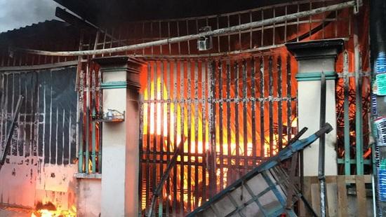TP. HCM: Cháy lớn trong khu dân cư, người dân náo loạn bỏ chạy