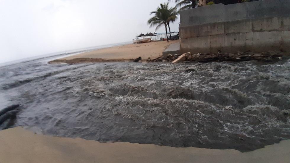 Nước ô nhiễm lại tiếp tục đe dọa biển Đà Nẵng sau mưa lớn