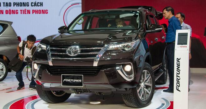 Khốc liệt thị trường ô tô trong nước: Đua nhau giảm giá mạnh kèm nhiều khuyến mại