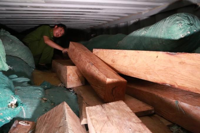 Bắt giữ gỗ quý xuất xứ Ấn Độ trị giá 10 tỷ đồng