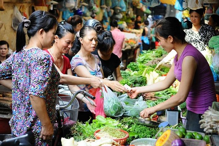 Nắng nóng khiến trái cây, rau củ tăng giá mạnh