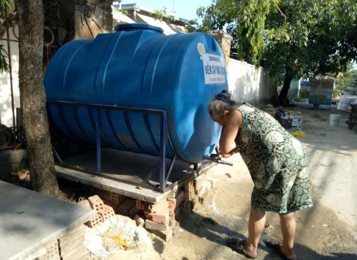 """Đà Nẵng: Cấp nước sạch theo kiểu """"dã chiến"""" tại nội thành"""