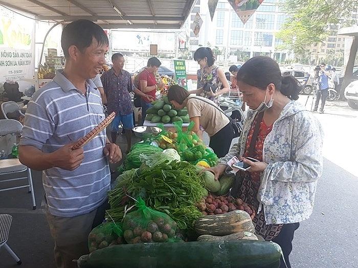 Khai mạc Tuần lễ mận và nông sản Sơn La tại Hà Nội