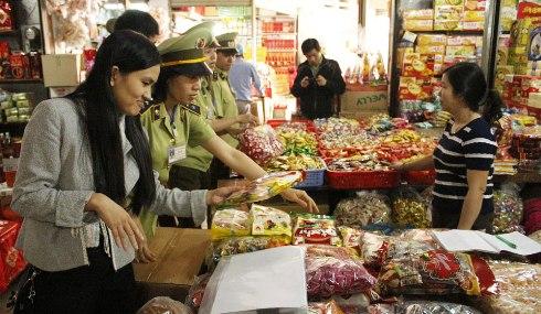Hà Nội : 5 tháng đầu năm, xử phạt gần 900 cơ sở vi phạm an toàn vệ sinh thực phẩm