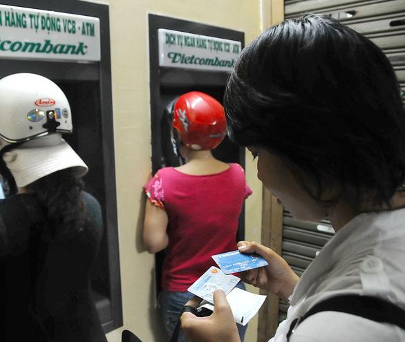 Khách hàng không mất phí khi chuyển đổi thẻ từ ATM sang thẻ chip