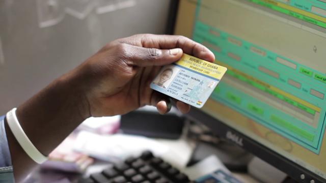 Nhiều nước trên thế giới đã đưa vào sử dụng thẻ BHYT điện tử (ảnh: internet)