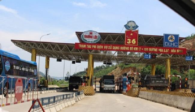 Tài xế liên tục dừng xe phản đối thu phí, BOT Hòa Lạc - Hòa Bình buộc phải xả trạm