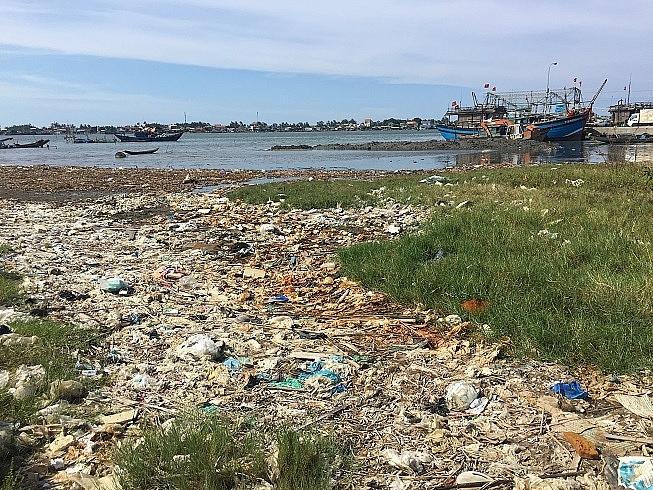 Chủ tịch tỉnh Thừa Thiên-Huế chỉ đạo xử lý ô nhiễm cảng cá Thuận An