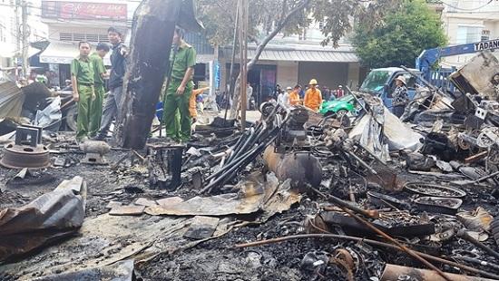 Lâm Đồng: Cháy lớn thiêu rụi 12 ki-ốt, thiệt hại hàng trăm triệu đồng