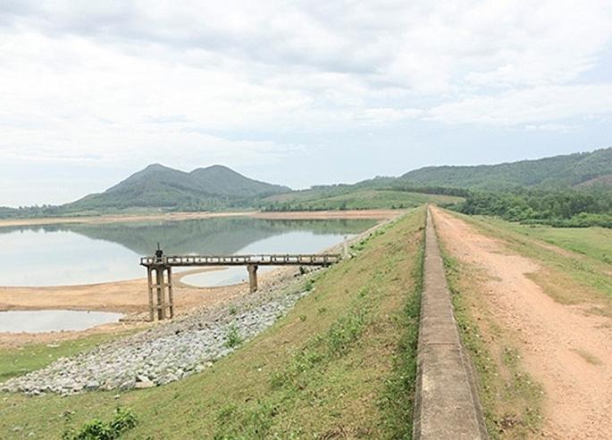 Nghệ An: Hạn hán kéo dài, chủ tịch UBND tỉnh ra công điện cứu 15000 ha lúa