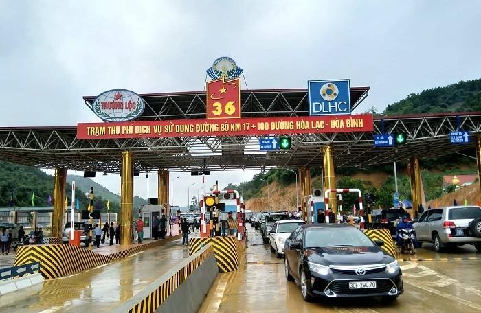 Người dân khu vực xung quanh trạm thu phí BOT Hòa Lạc tạm thời được miễn phí