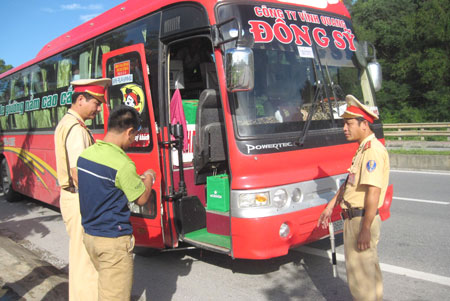 Tổng kiểm soát xe ô tô chở khách, ô tô vận tải container và xe mô tô