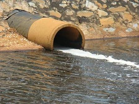 Hà Nội: Xử phạt nghiêm hành vi xả chất thải ra sông, mương, hồ