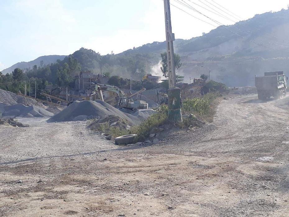 Nghệ An: Người dân lo sợ vì hoạt động khai thác đá gây mất an toàn
