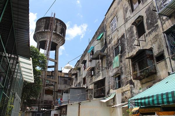 Cận cảnh bên trong những chung cư cũ ở TP.HCM khiến các cư dân luôn sống trong cảnh bất an