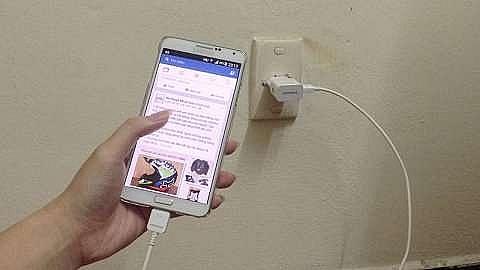 Lào Cai: Sử dụng điện thoại khi đang sạc, một phụ nữ tử vong