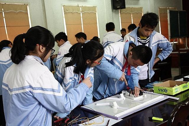 Đề nghị 45 trường ĐH dừng tuyển sinh các ngành nghề CĐ, trung cấp đã thực sự hợp lý?