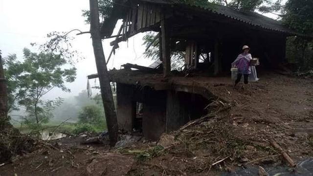 Mưa lớn gây sạt lở ở Hà Giang khiến 4 người thương vong, 5 con trâu bị sét đánh chết - Ảnh 3